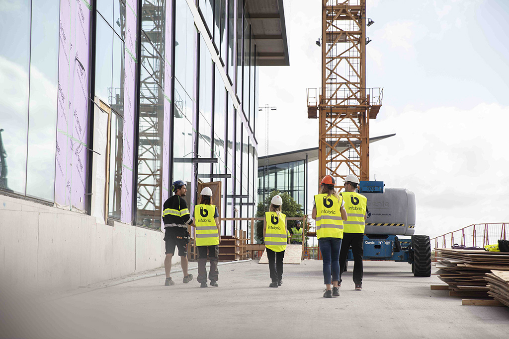 Infobric personal på byggarbetsplats i göteborg